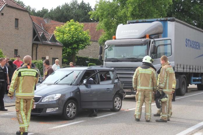Vrouw en twee kinderen bevrijd na ongeval op Rotemerlaan