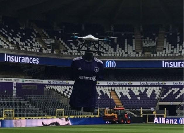 Anderlecht presenteert 'zwevende' Champions League-truitjes, voorzitter spreekt straffe ambitie uit