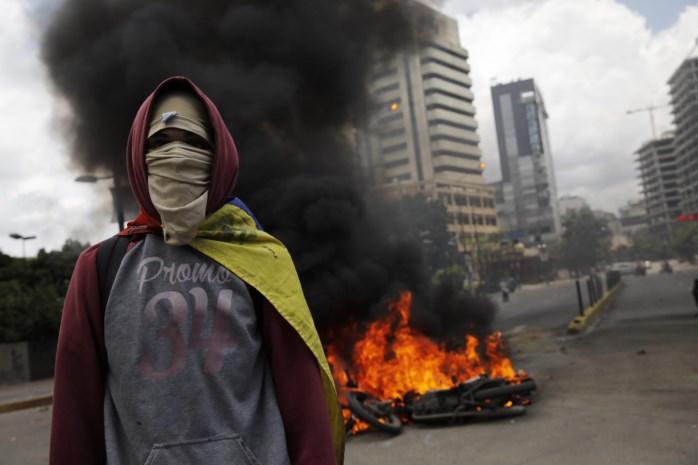 Maduro drukt dictatuur door