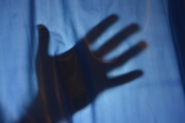 """Serieverkrachter van 17 escortdames voor de rechter: """"Hij dreigde me open te snijden"""""""