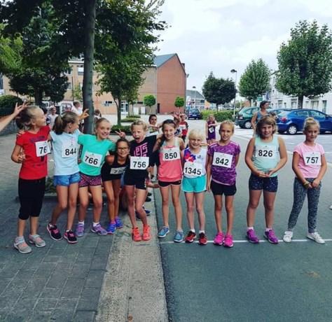 Kinderen De Robbert kleuren de stratenloop