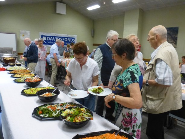 56 leden Davidsfonds Genk genieten van barbecue