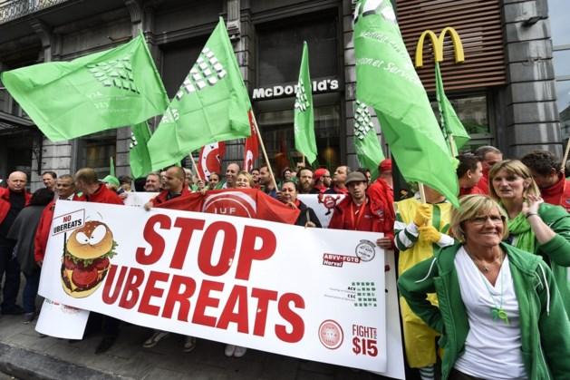 Vakbonden protesteren tegen UberEats bij McDonald's