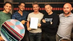 MNM-presentator Tom De Cock wil de stoffen zakdoek weer hip maken
