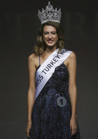 Miss Turkije titel kwijt na tweet over mislukte staatsgreep