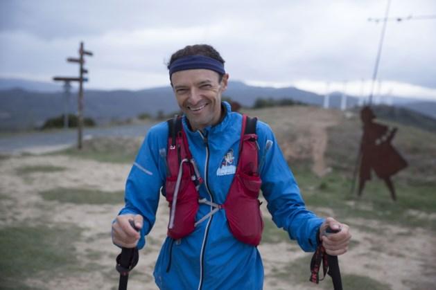Hij vertrok vanuit Leuven om elke dag 76 kilometer te lopen. Nu heeft kankerprof eindelijk finish gehaald in Compostela