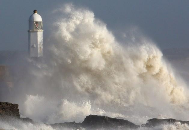 Tropische storm Ophelia zet koers richting Schotland