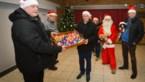 Daarom delen Kerstmannen paaseieren uit in Genk