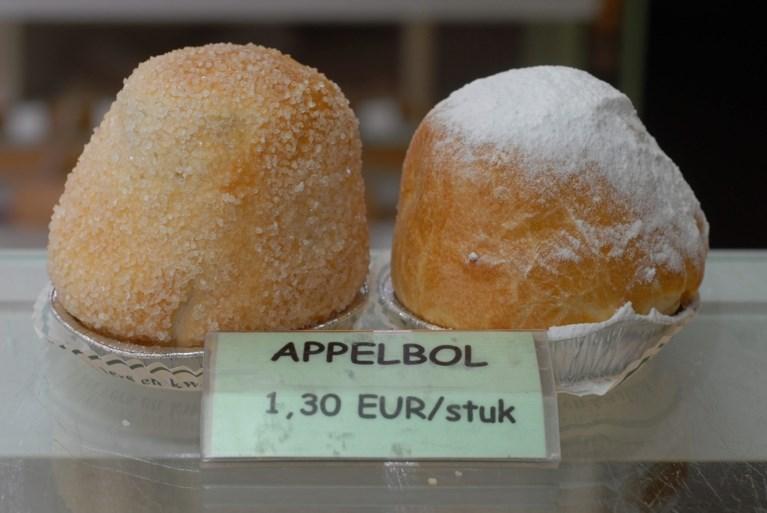 Op deze 'Verloren Maandag' staan er appelbollen en worstenbrood op het menu. Maar hoe komt dat eigenlijk?