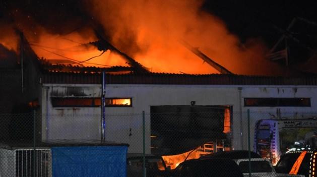 Zware brand in carrosseriebedrijf in Diest: mogelijk asbest vrijgekomen