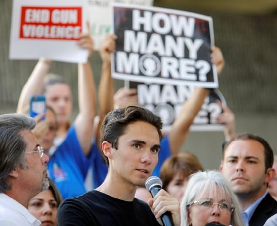Boze scholieren vragen strengere wapenwet na bloedbad in Florida