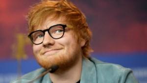 Ed Sheeran doorbreekt traditie en draagt een verlovingsring