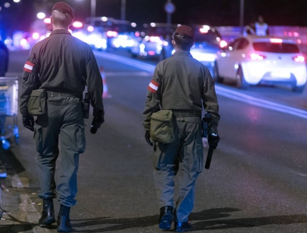 Man valt soldaten aan met mes en wordt doodgeschoten in Wenen