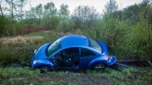 Auto in gracht op Westerring