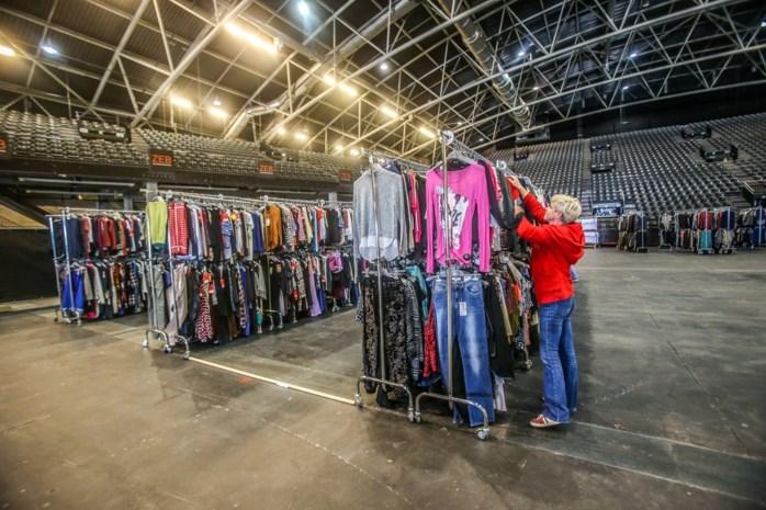 """100.000 kleren en 40.000 schoenen aan spotprijzen in Hasselt: """"Dit is marktverstorend"""""""