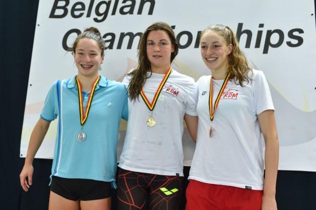 Fanny Lecluyse en Basten Caerts domineren schoolslagnummers op BK zwemmen