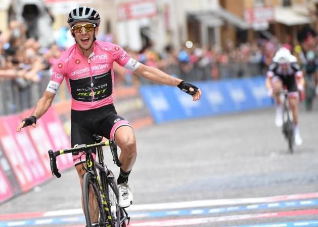 Roze trui Simon Yates imponeert op hellende aankomst en pakt tweede ritzege in de Giro