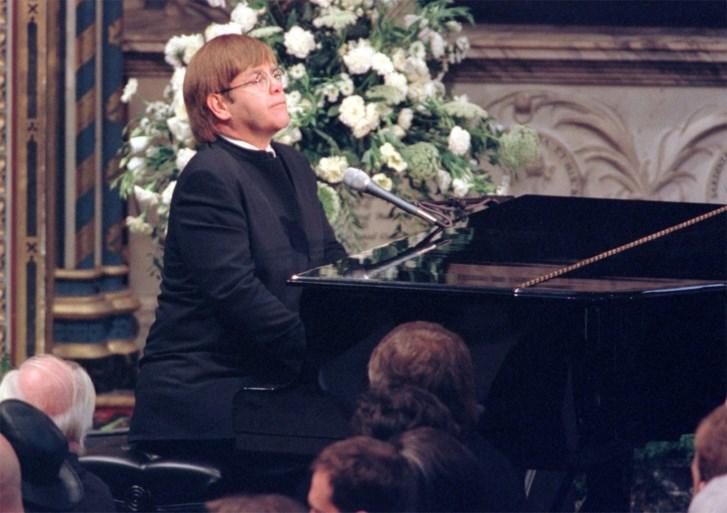 """""""Elton John gaat optreden en de Queen is boos"""": de laatste geruchten over het huwelijk van Harry en Meghan"""