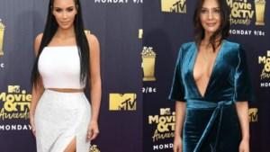 Veel diepe decolletés en blote benen op de MTV Awards