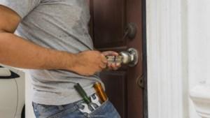 Kris Peeters trekt ten strijde tegen te dure slotenmakers na 'Voor u opgelost' in onze krant