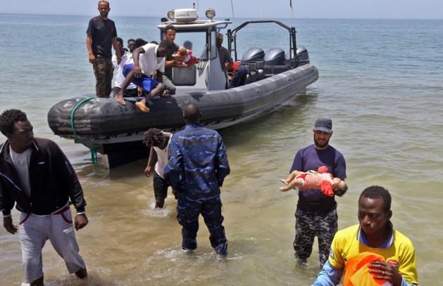 Nieuw vluchtelingendrama: tragische beelden tonen verdronken baby's voor Libische kust