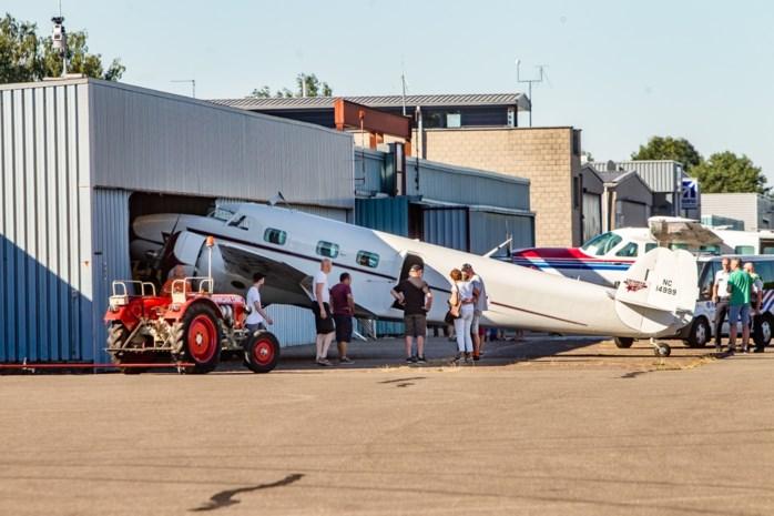 VIDEO. Historisch vliegtuig crasht in hangar op vliegveld van Zwartberg (Genk)