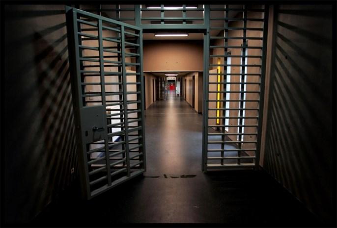 """Gedetineerden in Hasseltse gevangenis woest over aanhoudende cipiersstaking: """"Eén keer douchen in twee weken tijd"""""""