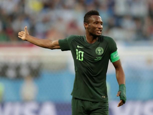 """""""Ze dreigden hem dood te schieten"""": Nigeriaanse aanvoerder speelde cruciale WK-groepsmatch ondanks ontvoering vader"""