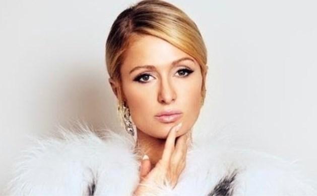 """Paris Hilton vraagt haar fans iets te vertellen """"wat ze nog niet weet."""" Dat had ze beter niet gedaan"""