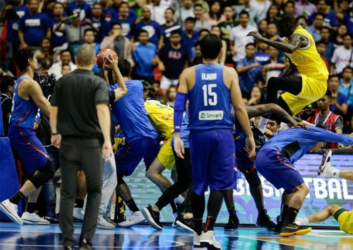 Basketbalduel ontaardt in massale knokpartij: nationale ploegen van de Filipijnen en Australië op de vuist