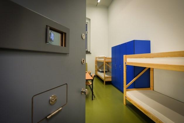Acties in gesloten centra Merksplas en Brugge uit solidariteit met gevangenispersoneel