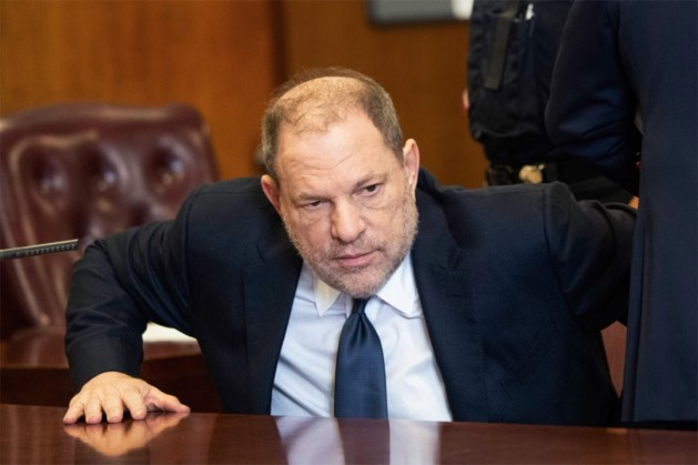 """Harvey Weinstein riskeert levenslang na klacht voor """"meest ernstige seksuele misdrijven onder strafwet"""""""