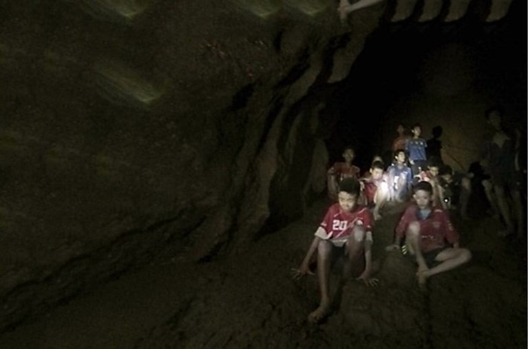 """Ultieme reddingsactie om Thaise voetballertjes uit grot te halen: """"Operatie kan dagen duren"""""""