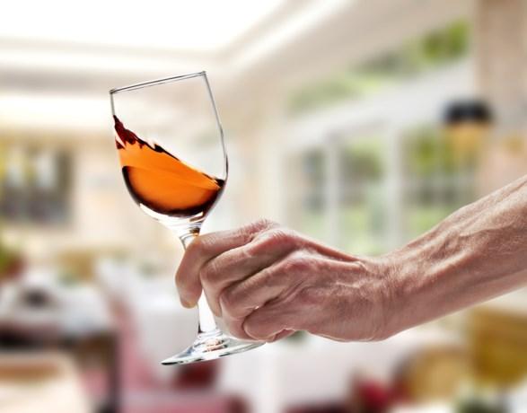 Lekker glaasje Franse rosé in de zon? Toch maar best even het etiket lezen