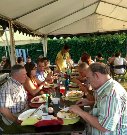 28ste buurtbarbecue in Cottereaustraat in Sint-Lambrechts-Herk