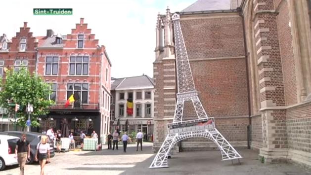 Hellende Eiffeltoren gespot in centrum van Sint-Truiden