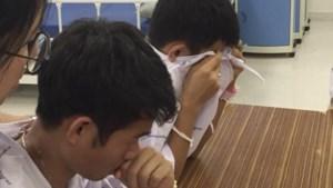 Tranen rollen Thaise jongens over de wangen wanneer ze horen over duiker die stierf bij reddingsactie