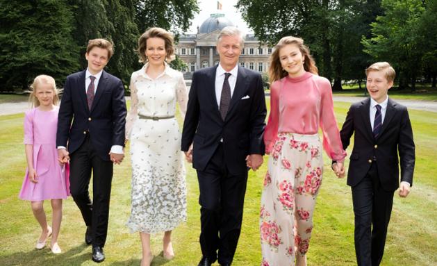 Koning Filip viert vijf jaar op de troon met nieuwe gezinsfoto's