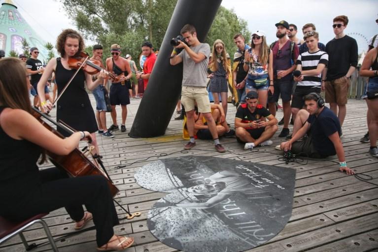 Ingetogen eerbetoon aan overleden Avicii op Tomorrowland