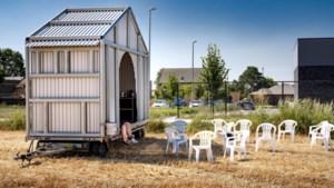 """Wonen in containers zonder private ruimte: """"Seizoensarbeid is een hard bestaan"""""""