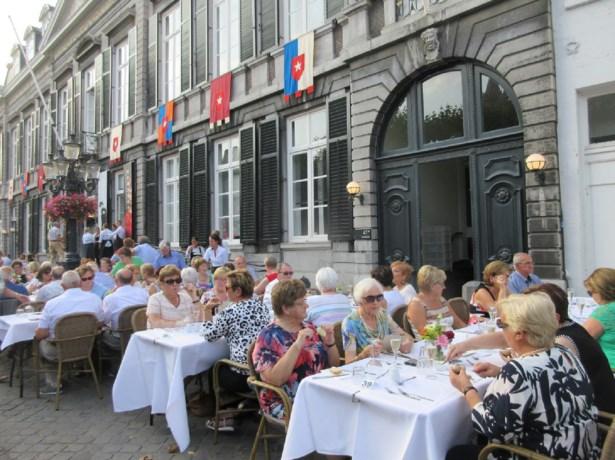 Neos naar Rieu in Maastricht
