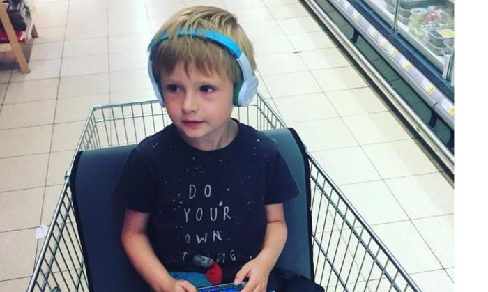 Lou (6) uit Hechtel gaat eerste keer winkelen met eigen kar