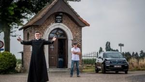 Wim Simons (36): hippe priester, gratis psycholoog en vrouwenmagneet