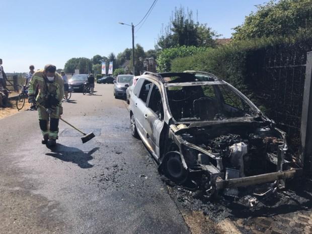 Dubbele pech voor Maasmechels gezin: kajaks volzet en auto uitgebrand