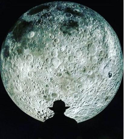 Grote maan van Theater op de Markt levert prachtige plaatjes op