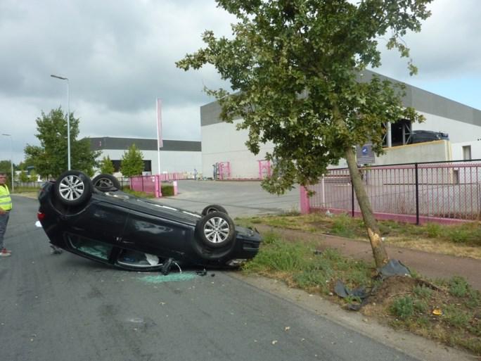 Spectaculair ongeval in Heusden-Zolder: auto over de kop