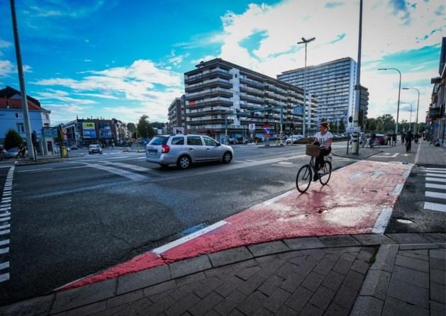 Eind deze week krijgen fietsers hun voorrang terug op felbesproken kruispunt