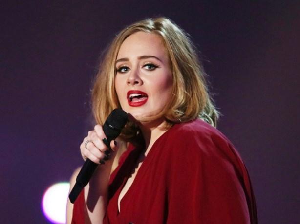 Adele neemt het op voor beste vriendin die lijdt aan zeldzame postnatale psychose