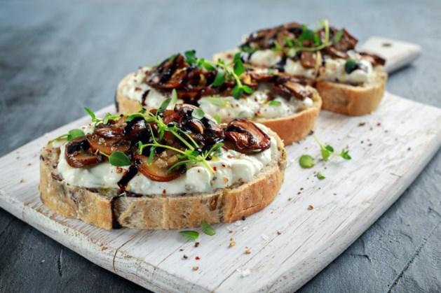 Limburg Smaakt Naar Meer: toast met gebakken champignons en Limburgse perenstroop