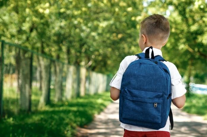 Niet te groot en zonder wieltjes: hoe kies je een goede boekentas voor je kind?